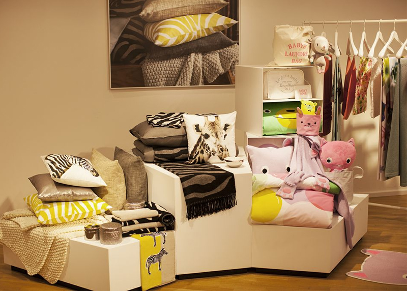 guestpost zu besuch im m nchener h m showroom ein zimmer voller bilder. Black Bedroom Furniture Sets. Home Design Ideas