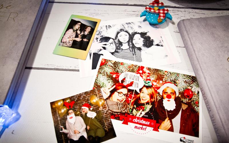 bilderzimmerxmas 18 wie feiert ihr eigentlich weihnachten ein zimmer voller bilder. Black Bedroom Furniture Sets. Home Design Ideas