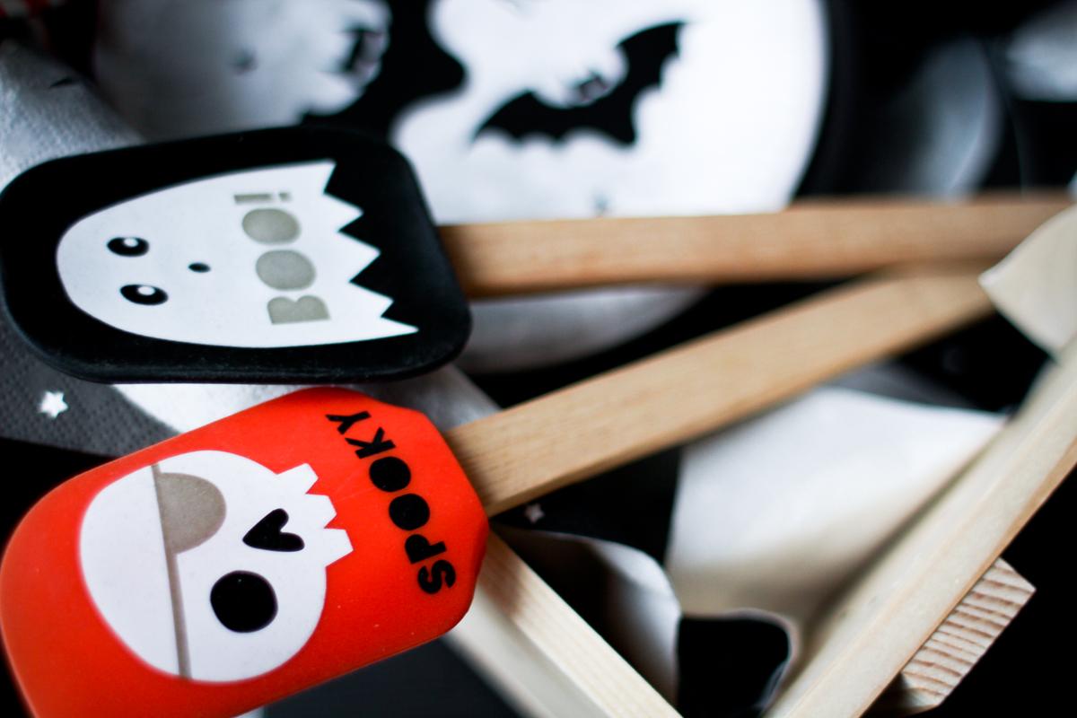 halloween-coffee-table-spooky